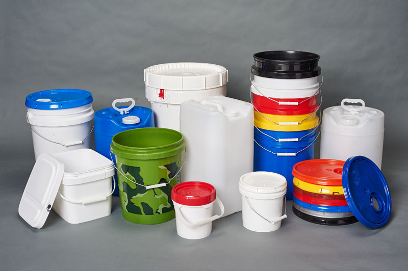 Plastic open and tight head containers